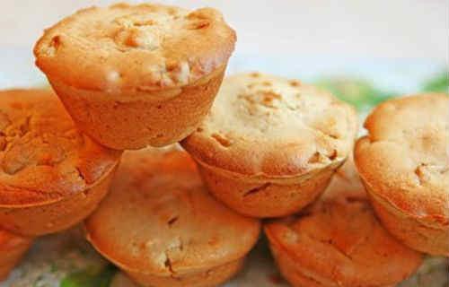Кекс на кефире с яблоками_рецепт