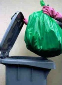 Выбросить хлам_в мусорные мешки