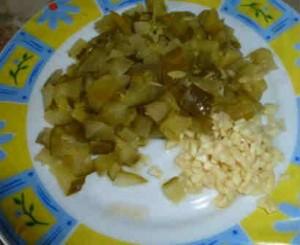 Салат с консервированной красной фасолью_кубиком режем огурец