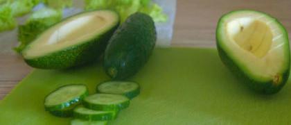 Салат с авокадо и огурцом_готовое блюдо