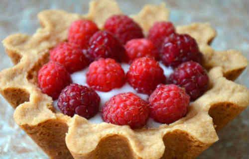 Корзиночки с ягодами малины