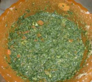 Запеканка со шпинатом_смешать ингредиенты