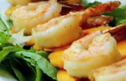 Салат с тигровыми креветками_готовое блюдо