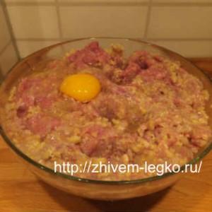Котлеты из курицы_ добавить в фарш лук, булку, картофель