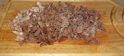Праздничный холодец_нарезать мясо