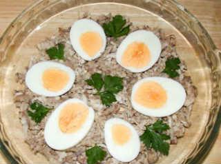Праздничный холодец_нарезать яйца