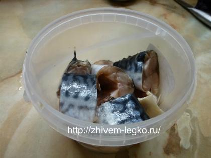 Маринованная скумбрия, рецепт_ нарезать рыбу на крупные куски