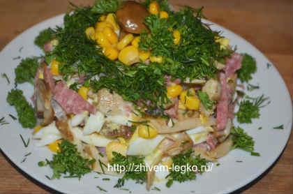 салат с шампиньонами маринованными и кукурузой классический рецепт