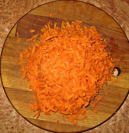 Печёночный торт, рецепт с фото пошагово_очистить морковь на терке