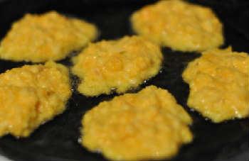 Оладьи из тыквы рецепт с фото пошагово_обжарить оладьи на сковороде