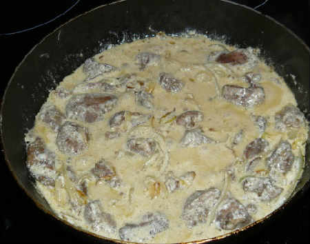 Печень куриная жареная с луком в сметане_с грибами