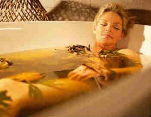 Лечебные ванны_ девушка в воде