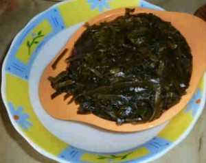 Салат с консервированной красной фасолью_отжимаем сок с морской капусты