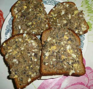 Яйца, фаршированные грибами_намазываем на хлеб