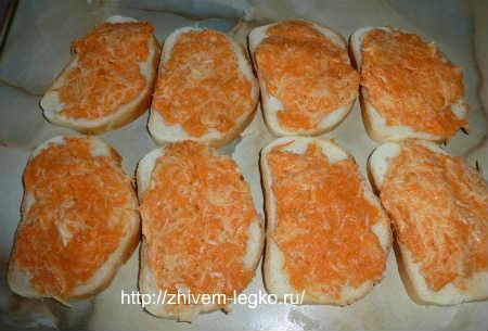 Горячие бутерброды на скорую руку_массу выложить на ломтика батона