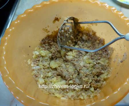Картофель фаршированный фаршем_смешать картофельную массу