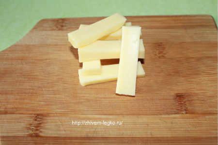 Картофельные палочки с сыром_ нарезка сыра