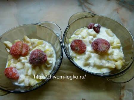 Десерт из фруктов_ залить соусом фрукты