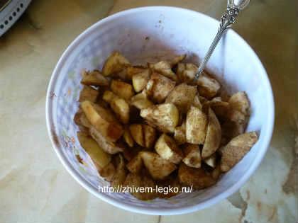 Кексы с яблоками и корицей_нарезать яблоки