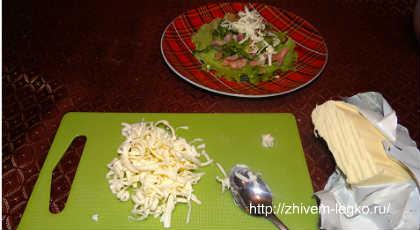 Салат из слабосоленой семги_натереть сливочное масло