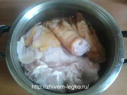 Как приготовить холодец из свиных ножек и курицы_вымыть мясо