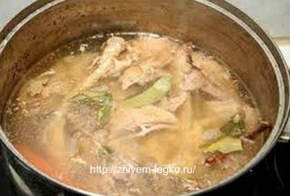 Как приготовить холодец из свиных ножек и курицы_варить мясо