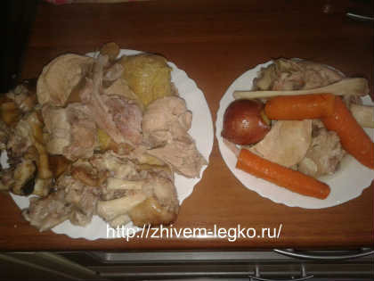 Как приготовить холодец из свиных ножек и курицы_отделить мясо от костей