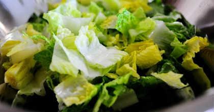 Салат греческий, рецепт классический с брынзой_порвать листья салата