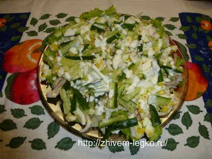 Салат из кальмаров простой и вкусный_готовое блюдо