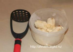 Кекс в хлебопечке, рецепт простой и вкусный_порезать бананы