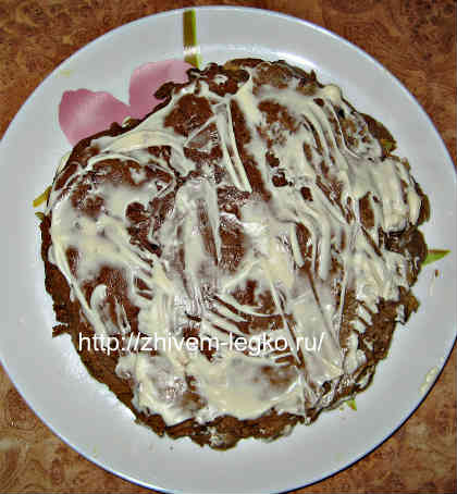 Печёночный торт, рецепт с фото пошагово_смазать корж майонезом