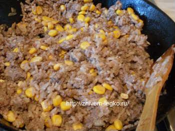 Рецепт лазаньи с фаршем с фото пошагово_фарш смешать с кукурузой