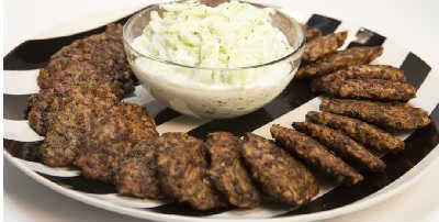 Печеночные оладьи из говяжьей печени рецепты_с рисом и соусом