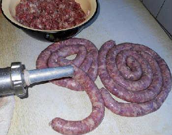Колбаса домашняя самый вкусный рецепт_набивание фаршем
